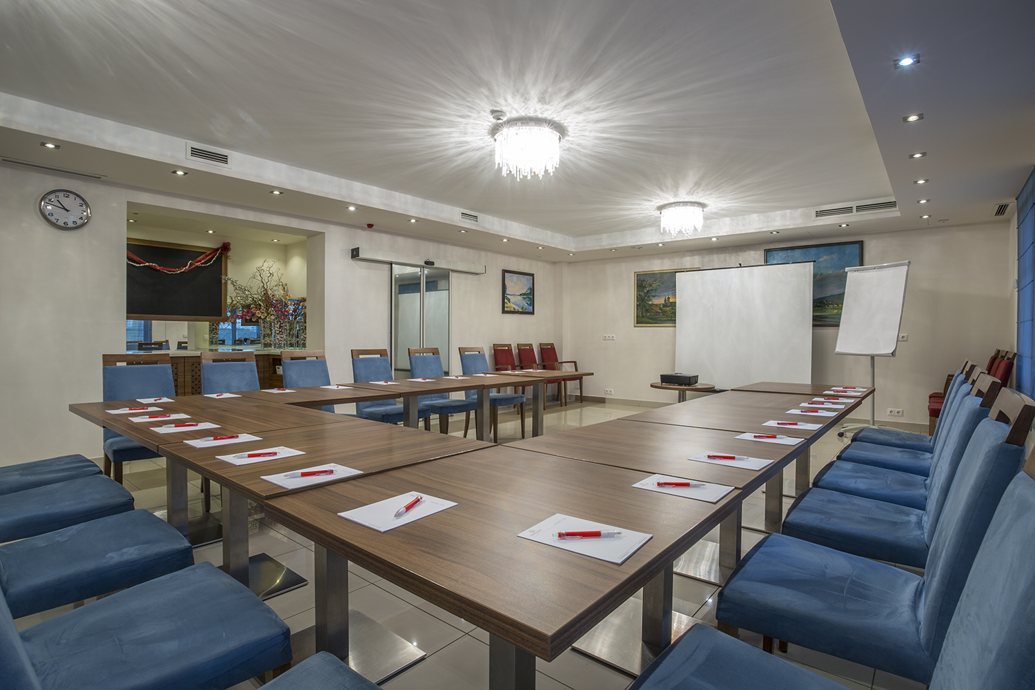 business meeting facilities Proving business venues needn't be bland, the vale resort is a leading south wales meeting and conference destination, with a room to suit every event.